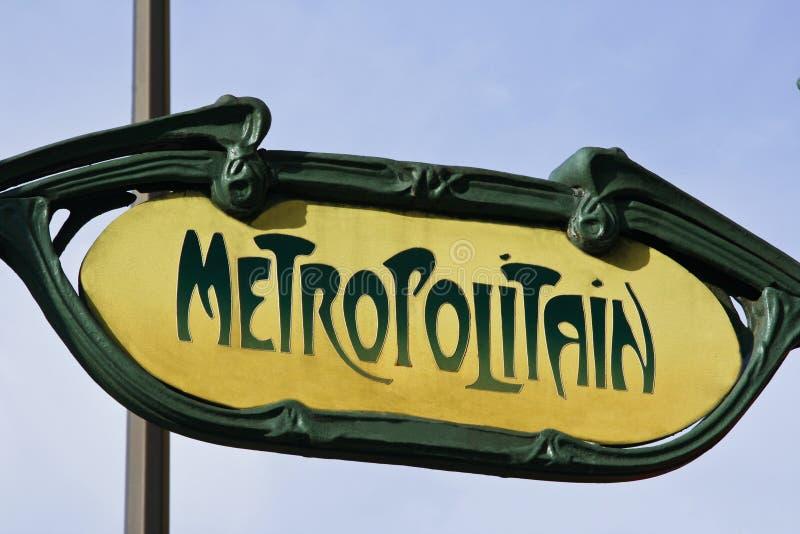 klassisk yellow för metroparis tecken arkivfoton