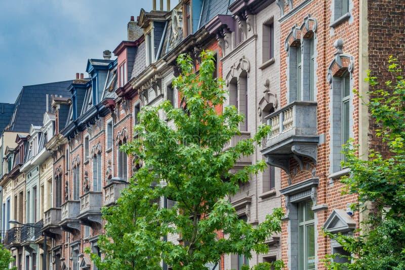 Klassiska europeiska husfasader i den gamla delen av Bryssel fotografering för bildbyråer