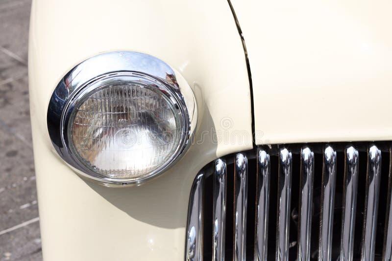 klassiska gulliga billyktor för bil fotografering för bildbyråer