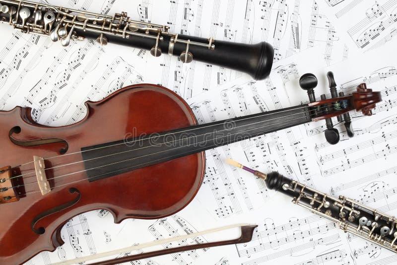 klassiska instrumentmusikalanmärkningar royaltyfri foto