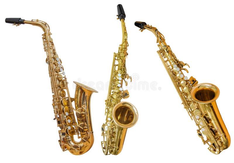 Klassiska saxofoner för vindmusikinstrument som tre isoleras på vit bakgrund royaltyfri foto
