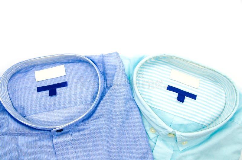 Klassiska skjortor för man` som s staplas som isoleras på vit bakgrund royaltyfri foto