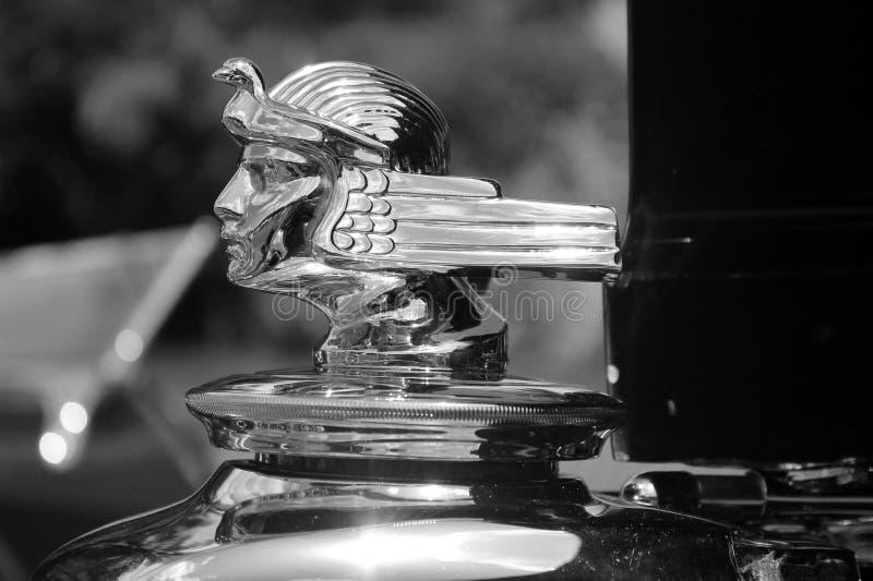 Klassiskt amerikanskt bilvattenmått och utfyllnadsgodslock fotografering för bildbyråer