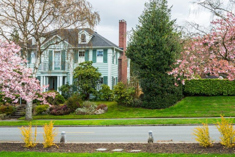 Klassiskt amerikanskt lyxigt hus arkivfoto