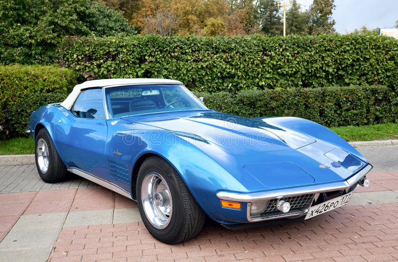klassiskt gammalt för blå bil royaltyfria bilder
