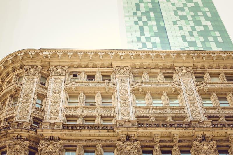 Klassiskt och modernt förbluffa för arkitektur arkivbild