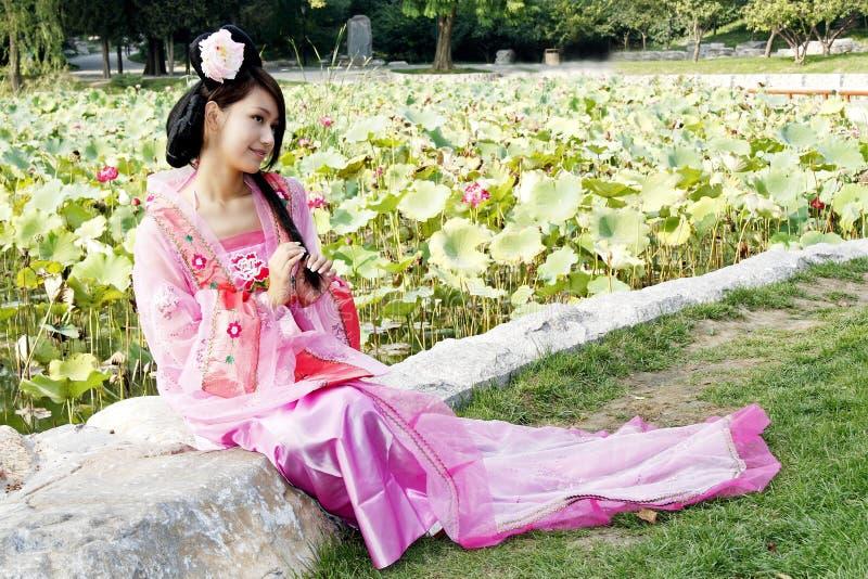 klassiskt skönhetporslin royaltyfri bild