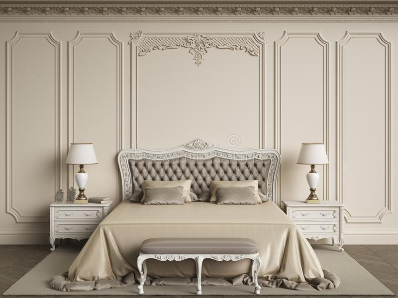 Klassiskt sovrummöblemang i klassisk inre Väggar med mouldin royaltyfri bild