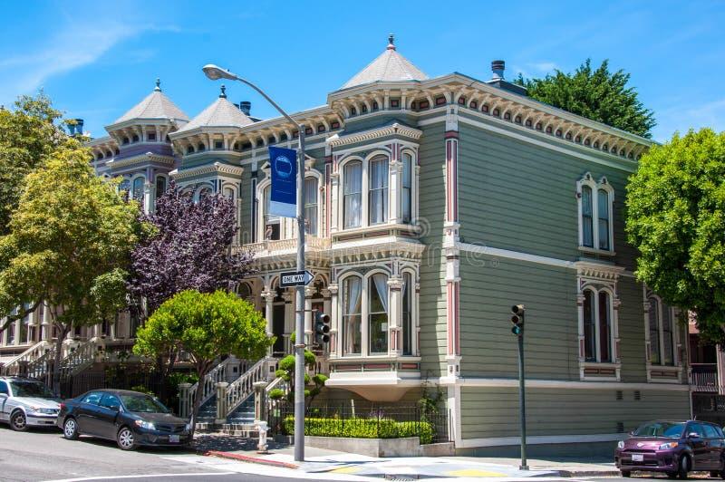 Klassiskt viktorianskt hus i San Francisco, Kalifornien, USA arkivbilder