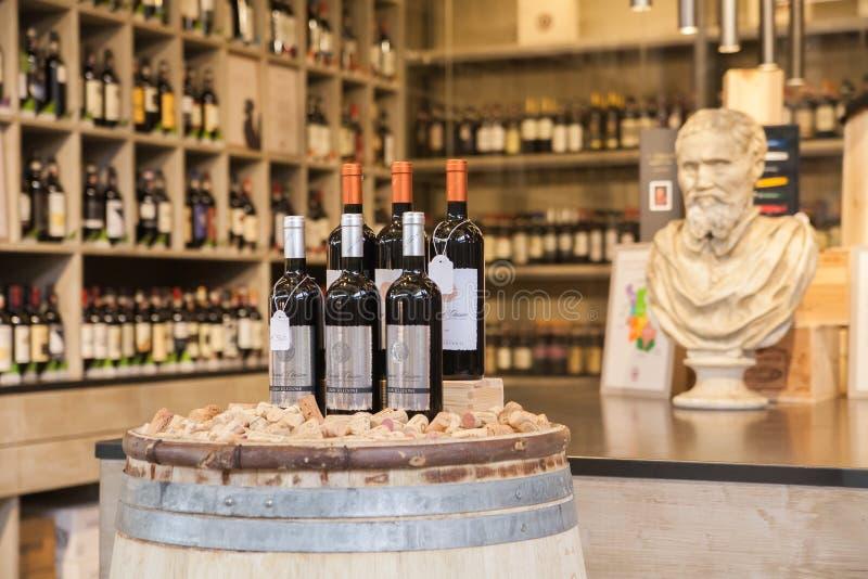 Klassiskt vin shoppar arkivfoto