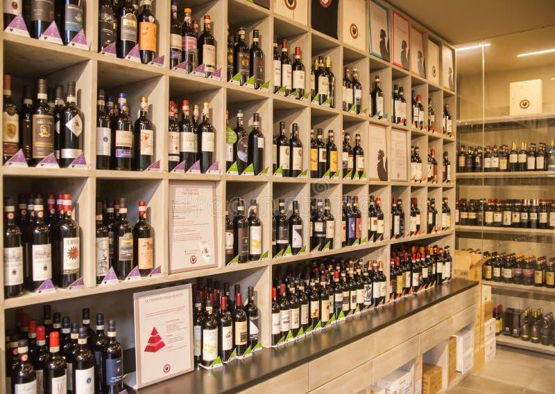 Klassiskt vin shoppar arkivbild