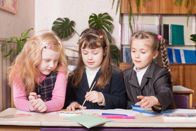 klassrumschoolgirls fotografering för bildbyråer