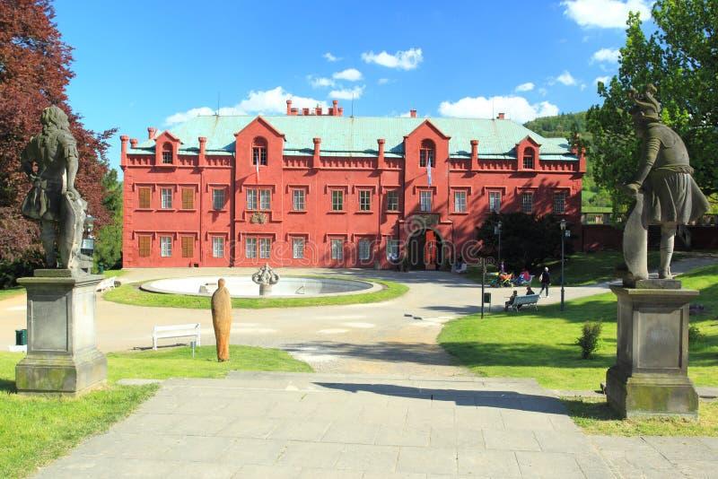 Download Klasterecnad Ohri chateau redactionele fotografie. Afbeelding bestaande uit standbeeld - 54087197