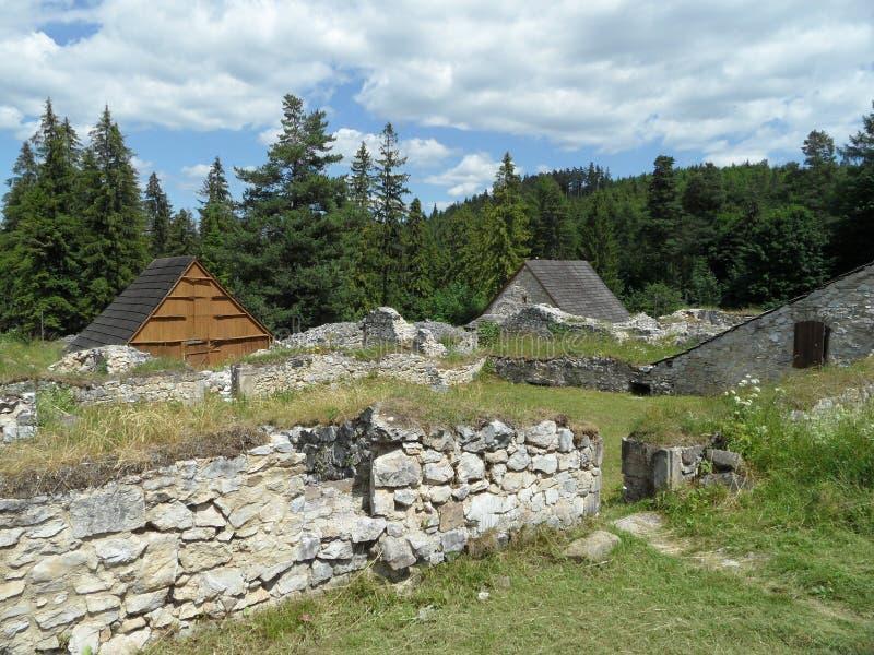 Klastorisko, paradiso slovacco - rovina del monastero immagine stock