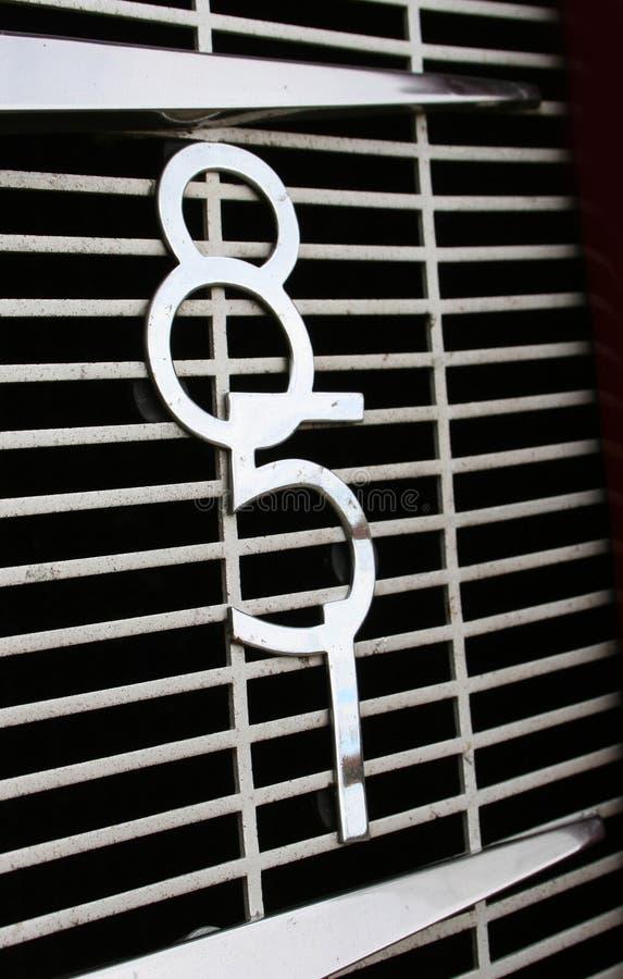 Klasyczna art deco chromu samochodu grilla odznaka zdjęcie stock