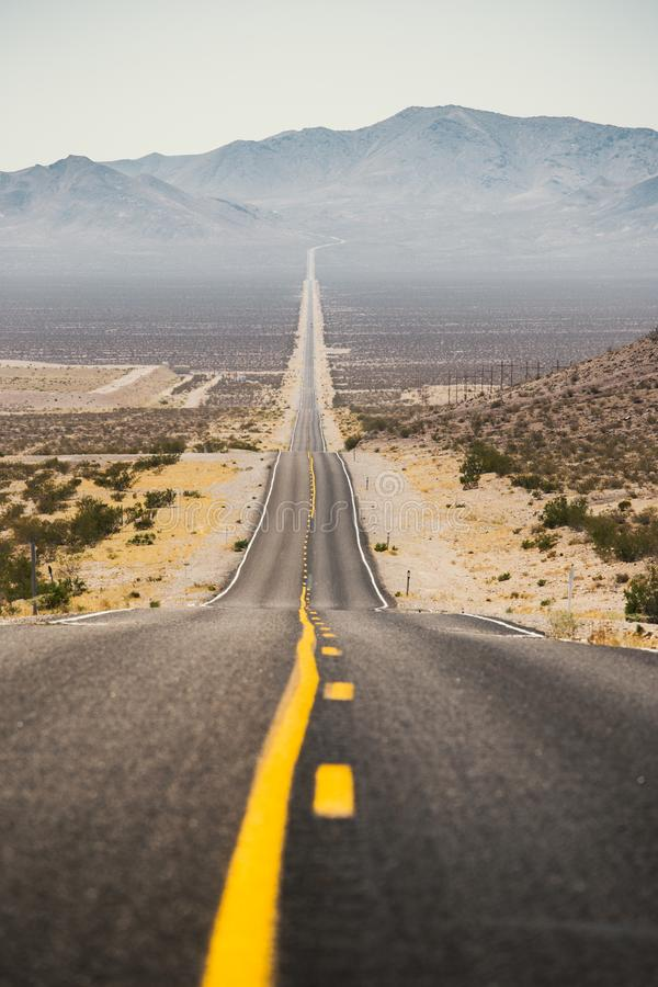 Klasyczna autostrady scena w Amerykańskim zachodzie obrazy stock