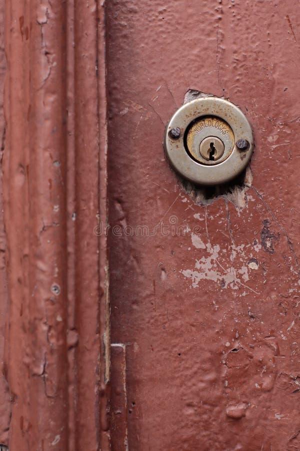 Klasyczna kluczowa dziura na starym drzwi, fotografia stock