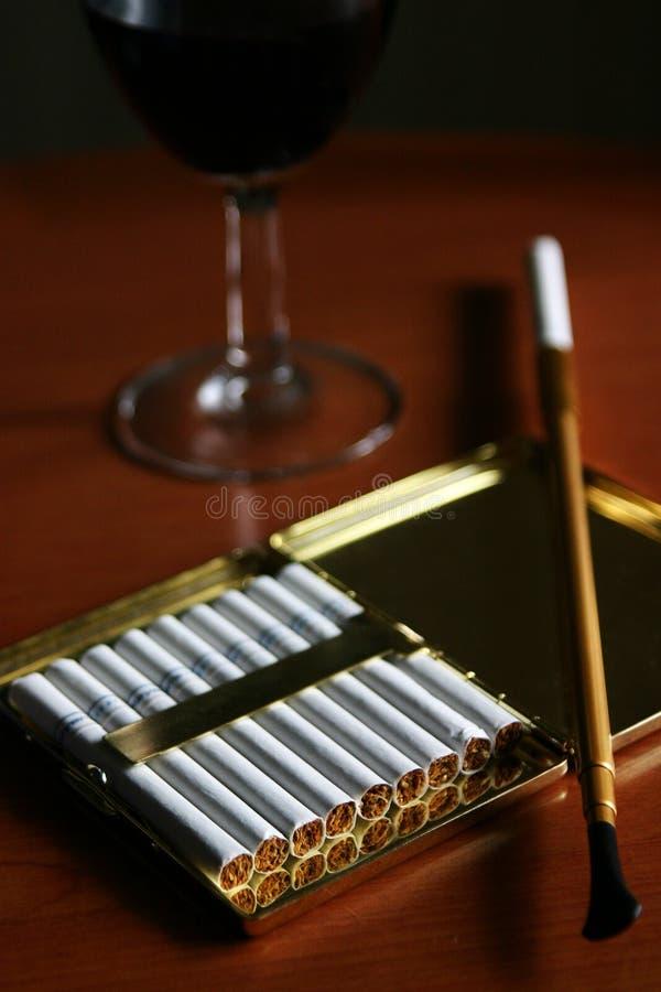 klasyczna papierosów posiadacza zdjęcie royalty free
