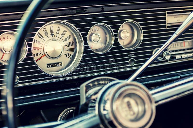 Klasyczna samochodowa deska rozdzielcza obraz royalty free