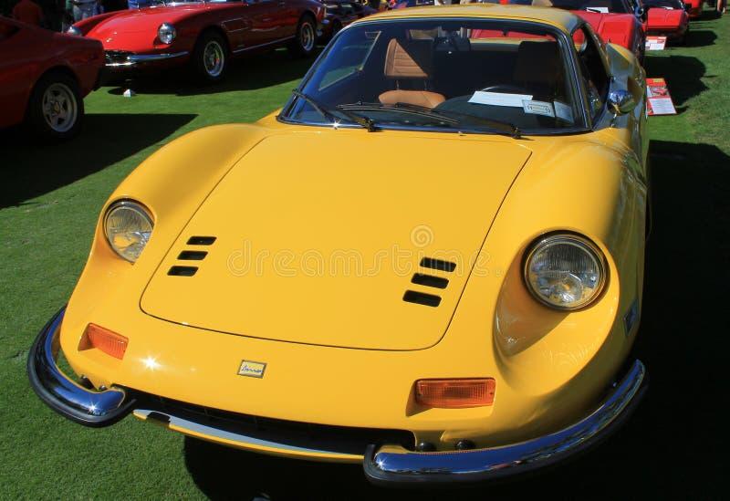 Klasycznego Ferrari sportów samochodu uszeregowania frontowy widok fotografia stock