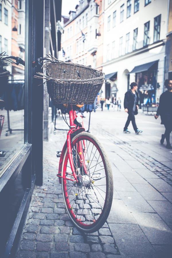 Klasycznego rocznika miasta retro bicykl w Kopenhaga, Dani obraz royalty free