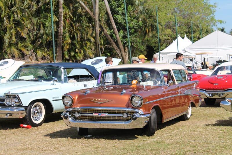 Klasyczni Amerykańscy samochody przy samochodowym przedstawieniem w Floryda fotografia stock