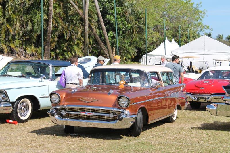 Klasyczni Amerykańscy samochody przy samochodowym przedstawieniem w Floryda fotografia royalty free