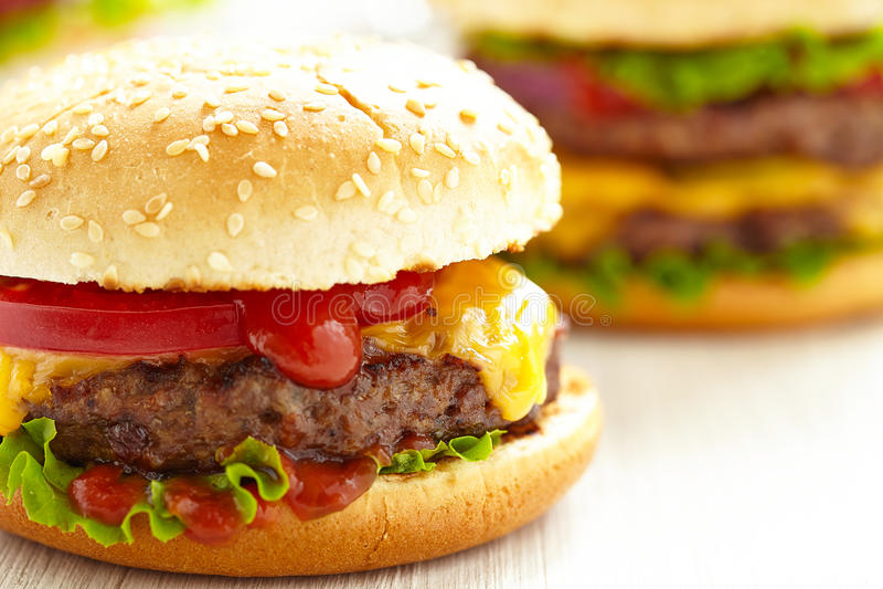Klasyczni hamburgery zdjęcia stock