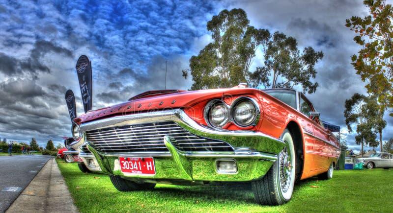 Klasyczni 1960s amerykanin budujący Ford Thunderbird obrazy royalty free