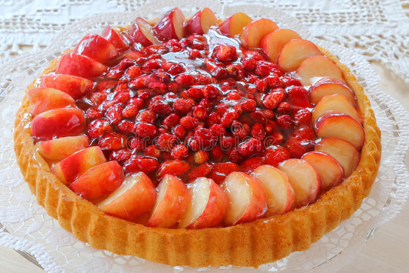 Klasyczny Biskuit, Niemiecki ciastko, gąbka tort z owoc obraz stock