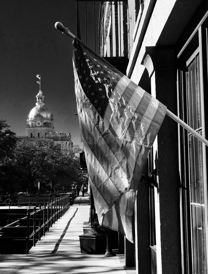 Klasyczny czarny i biały strzał flaga amerykańska w sawannie, Gruzja zdjęcia stock