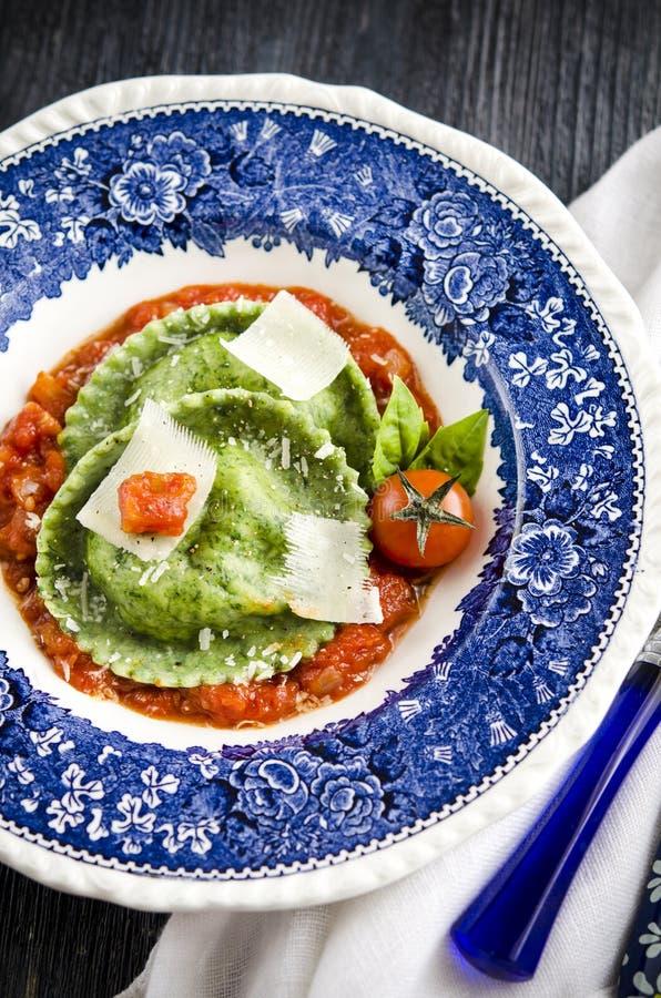 Klasyczny domowej roboty Włoski pierożek, tortellini fotografia stock