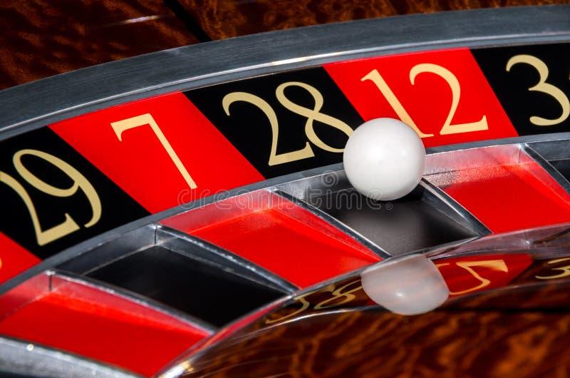 Klasyczny kasynowy ruletowy koło z czarnym sektorem dwadzieścia osiem 28 obraz stock