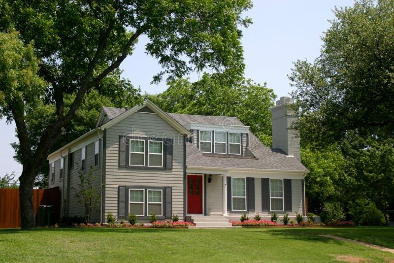 klasyczny kolonizatora domu styl obrazy stock