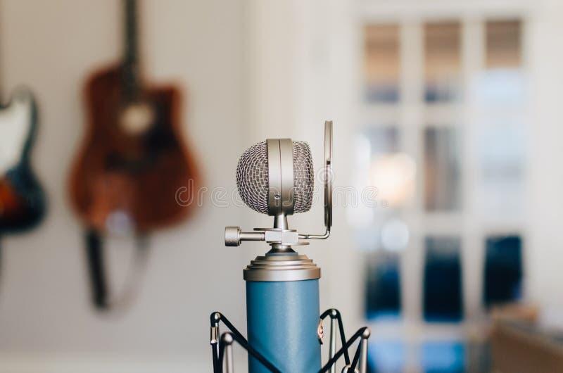 Klasyczny kondensatorowy mikrofon
