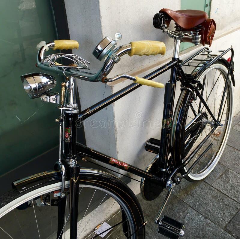 Klasyczny retro stylowy bicykl w Fiorenzuola Włochy zdjęcie royalty free