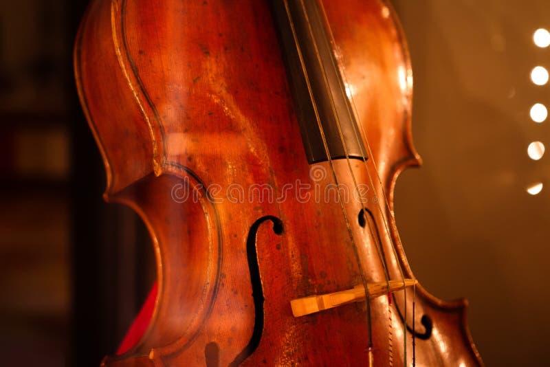 Klasyczny retro violoncello w górę wiolonczela obrazy stock
