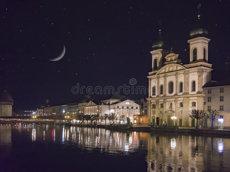 Klasyczny szwajcarski pejzaż miejski przy dżdżystym jesień dniem, lucerna, Szwajcaria obrazy royalty free