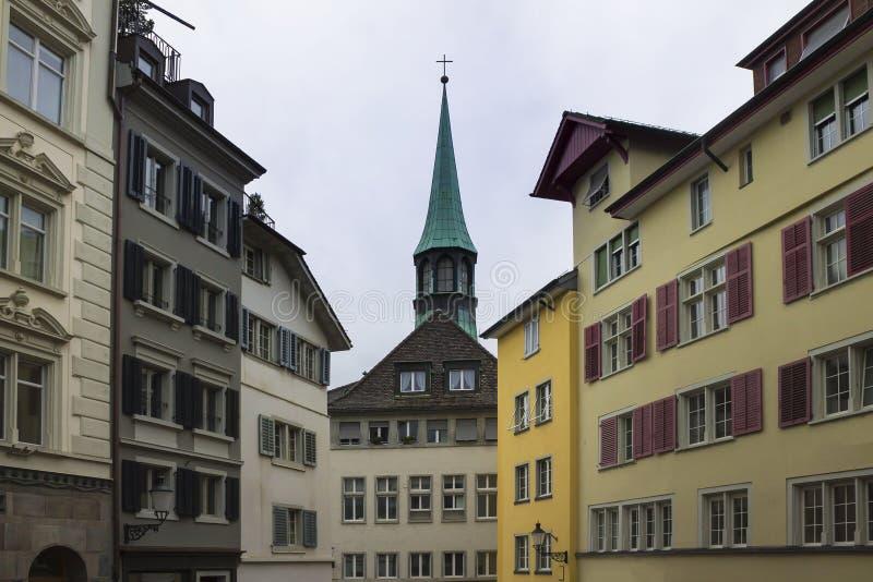 Klasyczny szwajcarski pejzaż miejski przy dżdżystym jesień dniem, Zurich, Szwajcaria obrazy royalty free