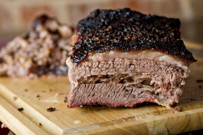 Klasyczny Teksas wołowiny Uwędzony Brisket obrazy royalty free