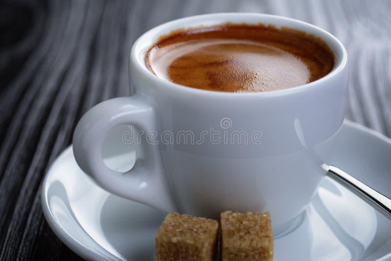 Download Klasyk Dwoista Kawa Espresso Na Drewno Stole Obraz Stock - Obraz złożonej z tło, biały: 41955475