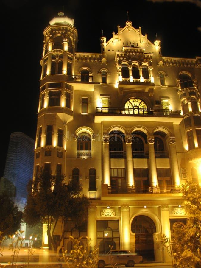 Klasyk strzelał stare architektura Baku, Azerbejdżan nocą obraz stock