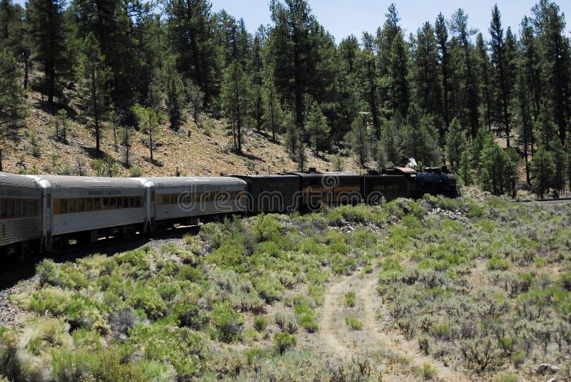 Klasyka pociąg przez gór zdjęcia stock