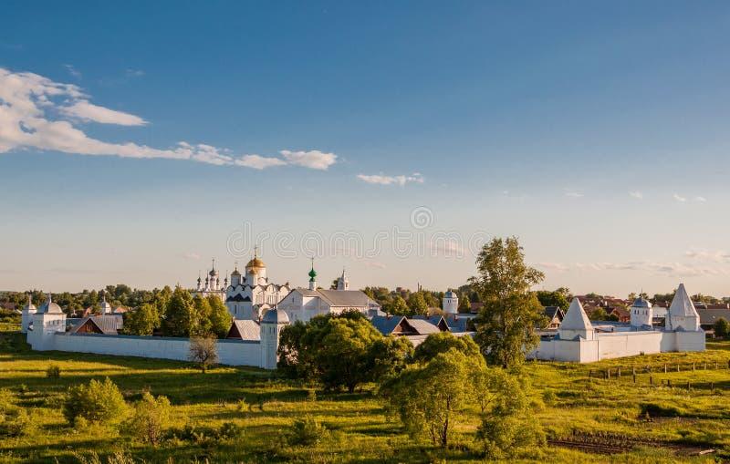 Klasztor intercesji lub Pokrovsky monaster w antycznym miasteczku Suzdal zdjęcia royalty free