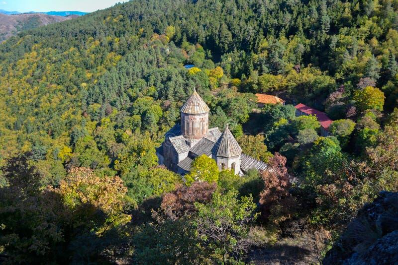 Klasztor Sapara w środku lasu nieznacznie dotknięty wczesną jesienią września Region Samtskhe-Javakheti, Gruzja zdjęcia royalty free