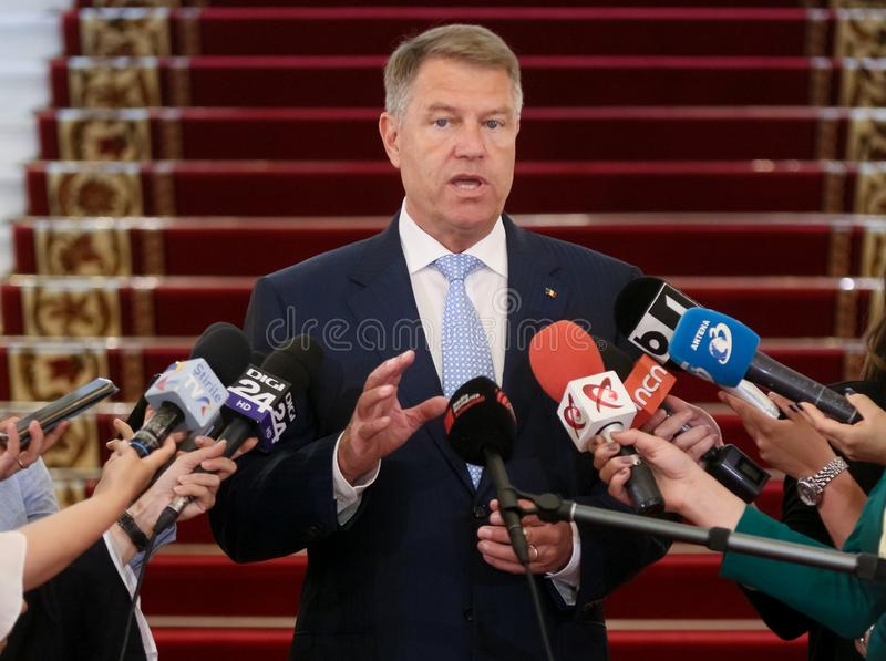 Klaus Iohannis - consultas com partidos parlamentares fotos de stock royalty free