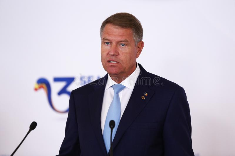 KLAUS IOHANNIS - FORUM INITIATIQUE D'AFFAIRES DE TROIS MERS EN ROUMANIE photos libres de droits