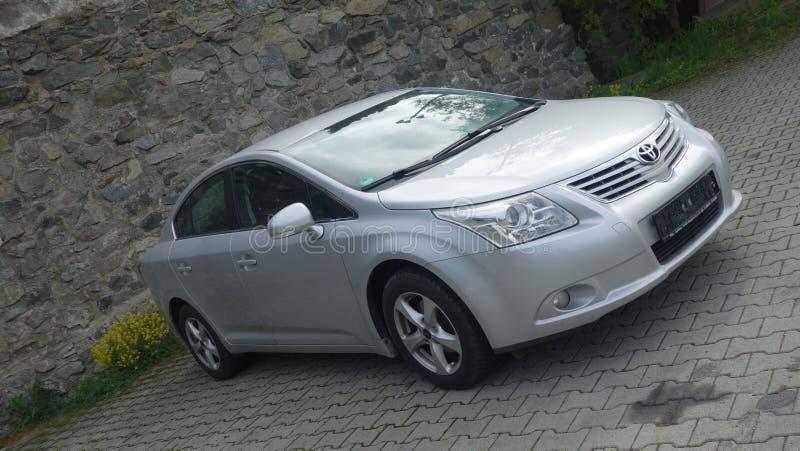 Klausenburg Napoca/Rumänien 9. Mai 2017: Limousine-Exekutive Toyotas Avensis - Jahr 2010, Verschönerungsausrüstung, silbernes met stockfotos