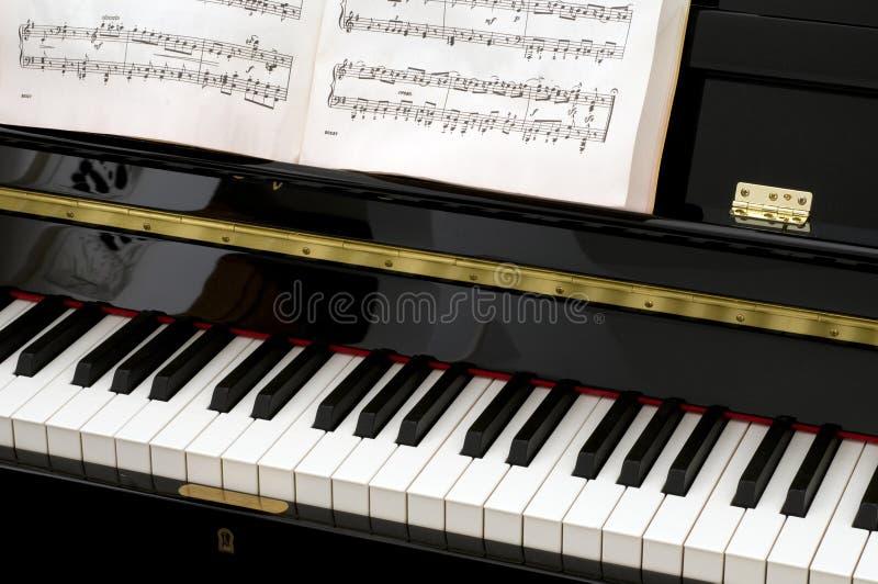Klavier mit Blatt-Musik stockfotos
