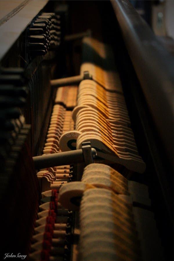 Klavier nach innen lizenzfreie stockbilder
